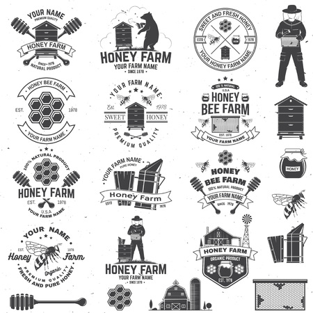 Set of Honey bee farm badge. Vector. Concept for print, stamp or tee. Vintage typography design with bee, honeycomb piece, hive and honey dipper silhouette. Design for honey bee farm business Banco de Imagens - 124619986