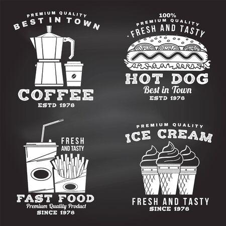 Set von Fast-Food-Retro-Abzeichen-Design auf der Tafel. Vintage-Design mit Hod Dog, Kaffee, Eis, Pommes Frites für Pub oder Fast-Food-Geschäft. Vorlage für Verpackung und Speisekarte