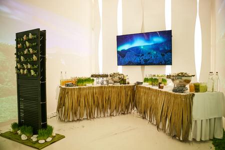 companionship: banquetes Catering Comer Compa�erismo buffet festivo Concept Foto de archivo