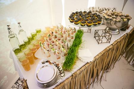 amabilidad: banquetes Catering Comer Compañerismo buffet festivo Concept Foto de archivo