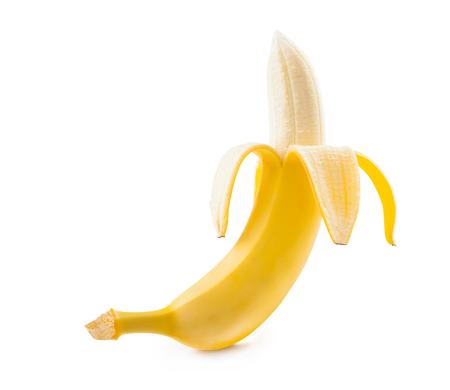 Plátano. plátano maduro aislado en el fondo blanco. plátano pelado.