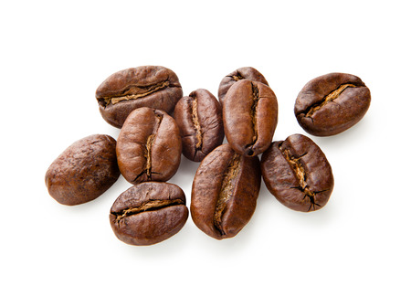 cafe colombiano: Caf�. Granos de caf� aislados en el fondo blanco Foto de archivo