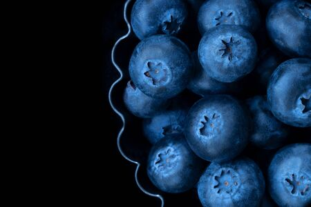 blueberries in a baking dish on a black background, close-up Zdjęcie Seryjne