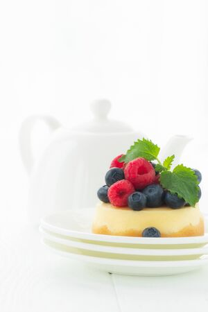 Easy and healthy dessert - cheesecake without sugar with fresh berries. Vitamins and taste enjoyment. Zdjęcie Seryjne