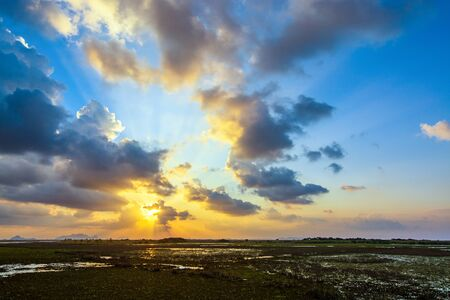 Beautiful Sunset and blue sky filled with orange clouds over the big lake at Thale Noi Waterfowl Reserve nonihunting area, the famous for its attractions in Thailand. Standard-Bild