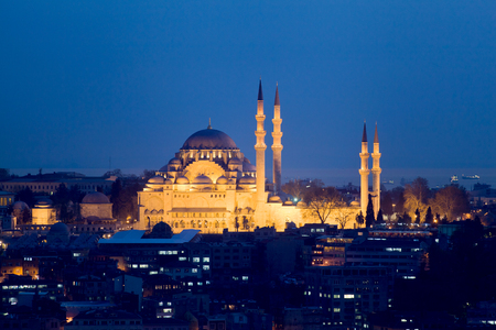 suleymaniye: Suleymaniye Mosque. Evening Istanbul. Panorama of the evening city from the tower.