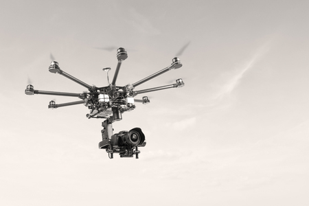 hz: Proffeseonalny oktokopter with suspension and dslr camera. Copter is designed for video and photo shooting. Drone on the radio at a frequency of 2.4 Hz. The heavy drone of eight rays.