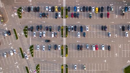 Parkeerplaats vanaf boven gezien, Luchtfoto. Bovenaanzicht Stockfoto