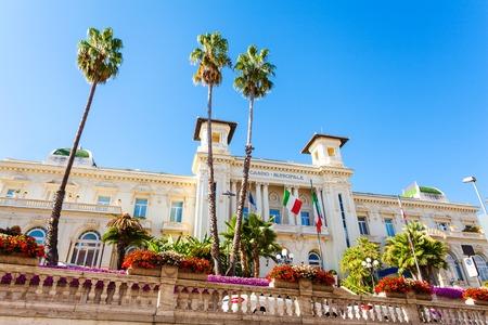 카지노 Sanremo. 시내 중심에있는 모더니스트 스타일의 아름다운 건물.