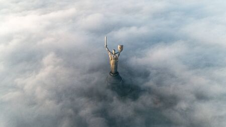 Thick clouds of autumn fog and the Motherland monument sticking out of them Sajtókép