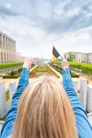 Woman traveler looks at the sights of Brussels, Belgium. Foto de archivo - 133745303