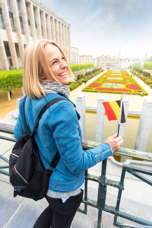 Woman traveler looks at the sights of Brussels, Belgium. Foto de archivo - 133745290
