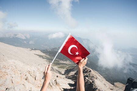 Flag of Turkey against the backdrop of Taurus Mountains Foto de archivo - 136320770