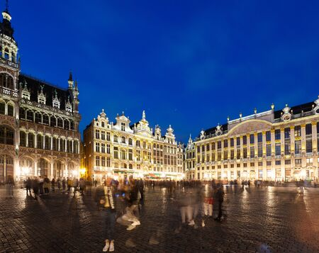 Grand Place in Brussels at night, Belgium Foto de archivo - 136320775