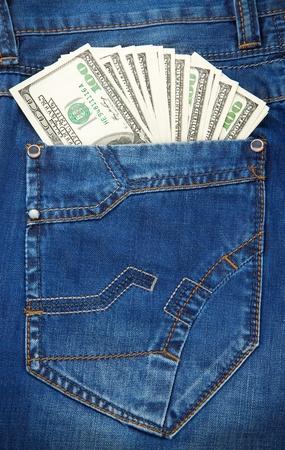 bolsa dinero: los pantalones vaqueros de textura de fondo y el bolsillo de d�lares Foto de archivo