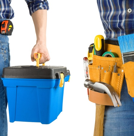 Mensch und Tool-Box mit Gürtel isoliert auf weißem Hintergrund