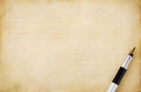 koperty: pióra atramentu na starym pocztowego tle koperty Zdjęcie Seryjne