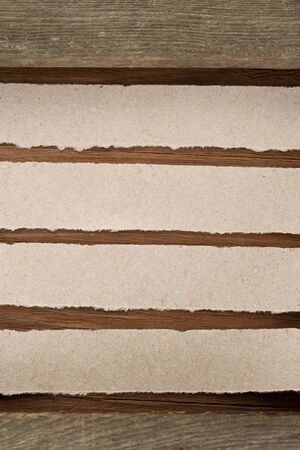 note paper on wood background Stock Photo - 16302100