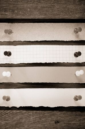 note paper and pushpin on wood background Stock Photo - 17301568