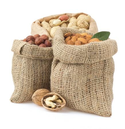 Walnut: thiết lập các lnuts bị cô lập trên nền trắng