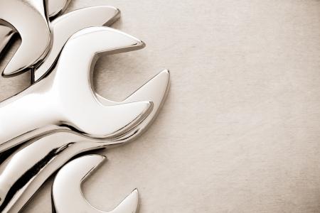 herramientas de mec�nica: llave de herramienta a fondo de metal