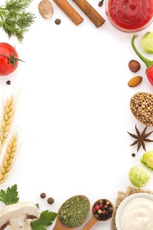 voedselingrediënten en kruiden geïsoleerd op witte achtergrond Stockfoto