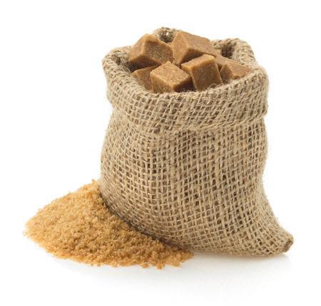 brauner Zucker isoliert auf wei?em Hintergrund