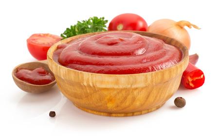 白い背景で隔離のトマトソース