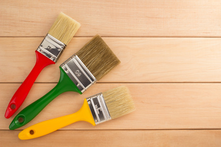 paint brush  on wooden background Standard-Bild