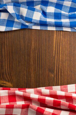 tovagliolo: tovagliolo di stoffa su sfondo di legno