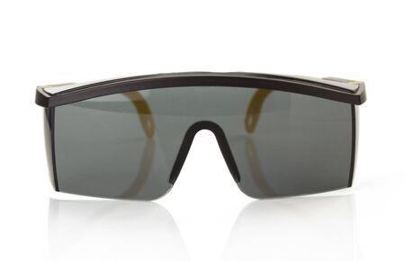 lunettes de sécurité isolé sur fond blanc