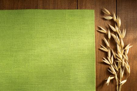 oren van haver op houten achtergrond