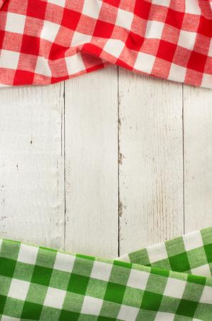 restaurante italiano: servilleta de tela en el fondo de madera Foto de archivo