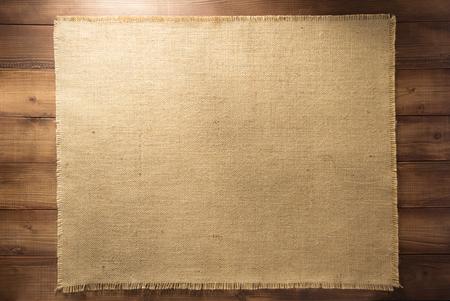 木製の背景にバーラップ hessian 解任 写真素材