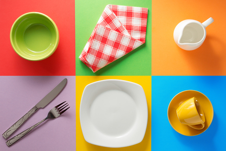 servilleta de papel: kitchenware at abstract colorful background