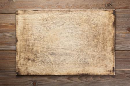 Schild und Holzstrukturoberfläche