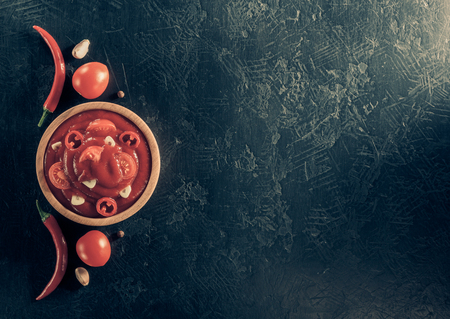 tomato sauce in bowl on black background table texture, top view 免版税图像