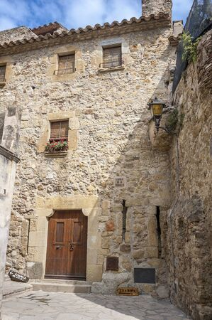 mention: The first mention Pals refer to the 9th century. Very beautiful medieval town . Stone streets, buildings, cozy little town Square, an observation deck .