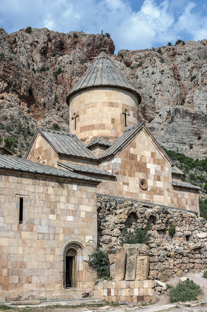 monasteri: Armenia. The monastery complex of Noravank, the church of St. John the Baptist (St. Karapet) and the chapel of St. George (St. Grigor). Archivio Fotografico