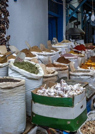 Tunisia, Sousse. The market in the old city (Medina). A trade tray with oriental spices - the variety is impressive. Stock Photo
