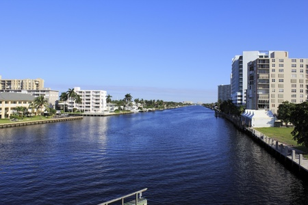 Deep view of the intracoastal waterway north of Oakland Park Boulevard with mostly residential buildings lining both sides in Fort Lauderdale, Florida on an autumn morning Banco de Imagens