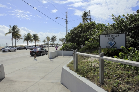 hugh: FORT LAUDERDALE, FLORIDA - NOVEMBER 18, 2012: Hugh Taylor Birch State Park sign and entry along A1A north of Sunrise Boulevard with beach, people, traffic in Fort Lauderdale, Florida.