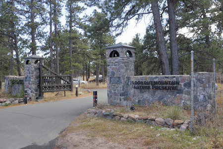 ponderosa pine: Golden, CO, USA - November 8, 2014: Entrance signs to popular Lookout Mountain Nature Preserve, Center and Historic Boettcher Mansion at 910 and 900 Colorow Road. Editorial