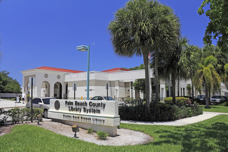glades: Boca Raton, FL, USA - May 9, 2015: Glades Road branch public library sign and building on a sunny day. The Boca Raton Glades Road library located in Palm Beach County. Editorial