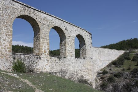 completely: Incekaya Arch, old aqueduct north of Safranbolu past the village of Incekaya : Ottoman style water arch, Originally was built by Byzantines but completely rebuilt by Ottomans in the 18th century Stock Photo