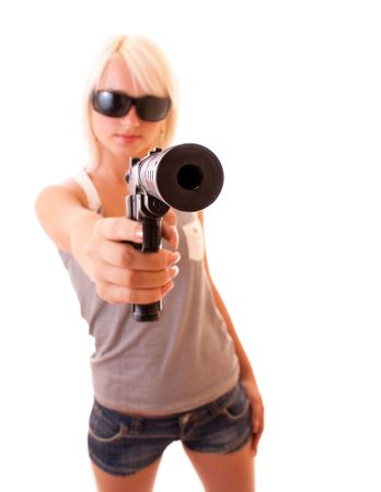 mujer con pistola: Mujer hermosa, con el objetivo de con pistola aislado en blanco