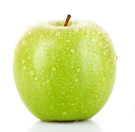 manzana agua: Verde manzana con gotas de agua aisladas en blanco  Foto de archivo