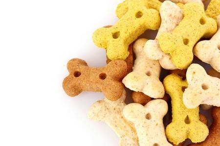 hueso de perro: Alimentos secos para perros en los huesos formas aisladas sobre fondo blanco