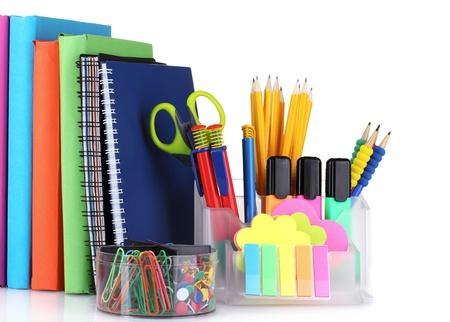 briefpapier: helle Schreibwaren und B�cher isoliert auf wei�