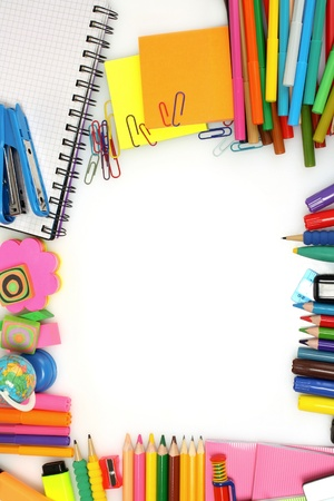 papeleria: l�pices, marcadores y papel aislados en blanco Foto de archivo